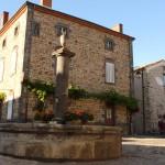 Place centrale du Village de Lavaudieu