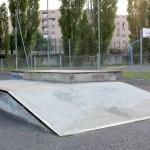 Curb, skatepark de Brives-Charensac. Module de skate, BMX, Roller.
