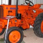 De nombreux tracteurs et autres matériels agricoles