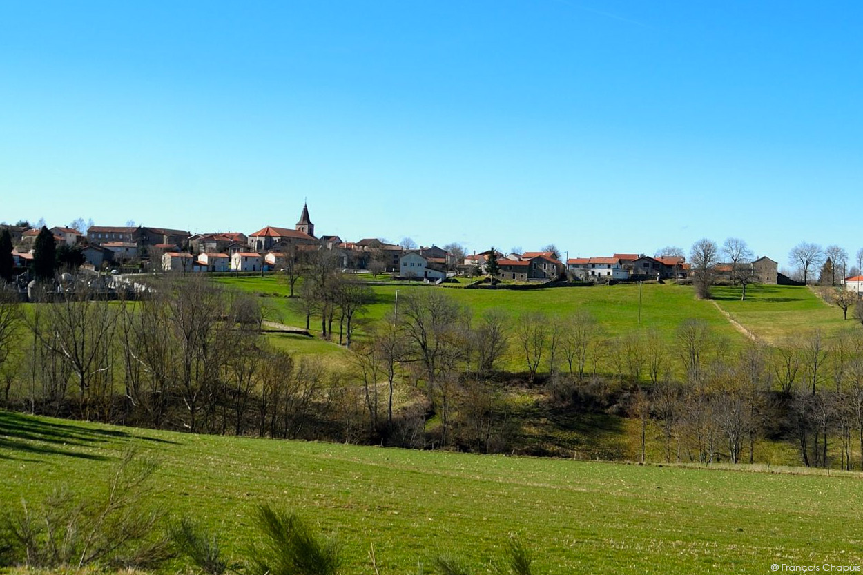 Vue panoramique du village de grazac for Haute loire 43