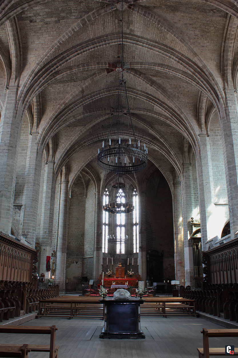 Abbatiale saint robert de la chaise dieu for Chaise dieu danse macabre