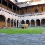 Cloître roman de Abbaye de Lavaudieu en Haute-Loire