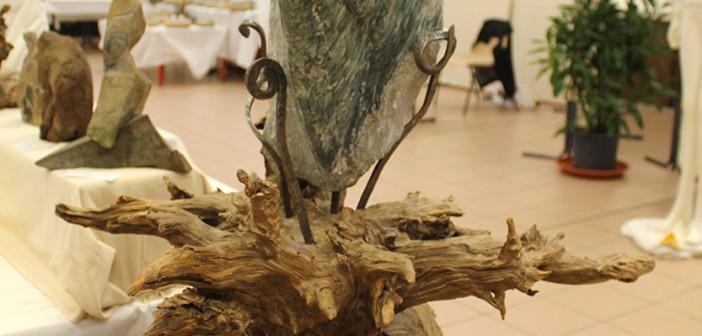 sculpture de pierre et de bois par Joachim Fromant